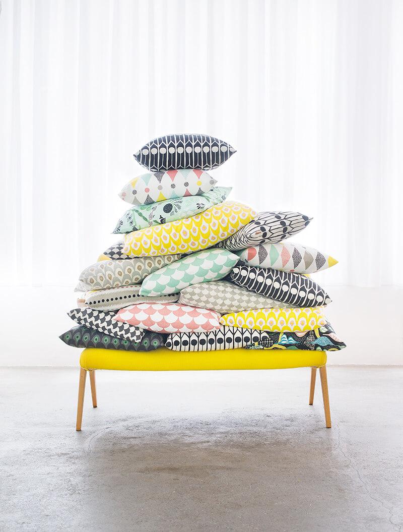 Décoration avec des coussins colorés