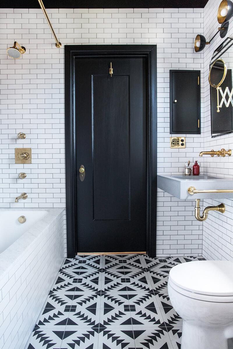Une salle de bain graphique - Frenchy Fancy