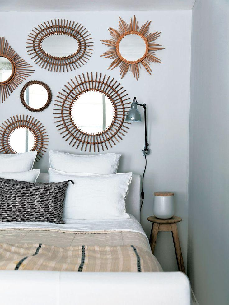 Accumulation de miroirs au mur