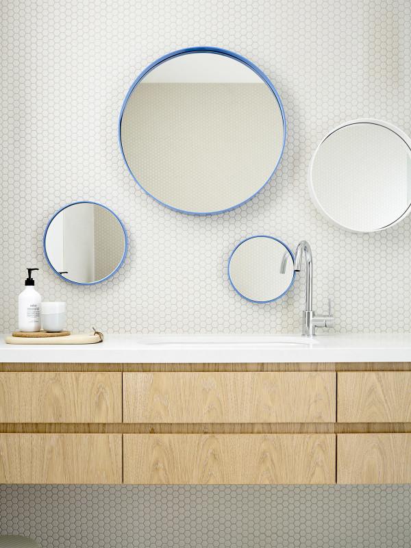 Carreaux alvéolés dans une salle de bain
