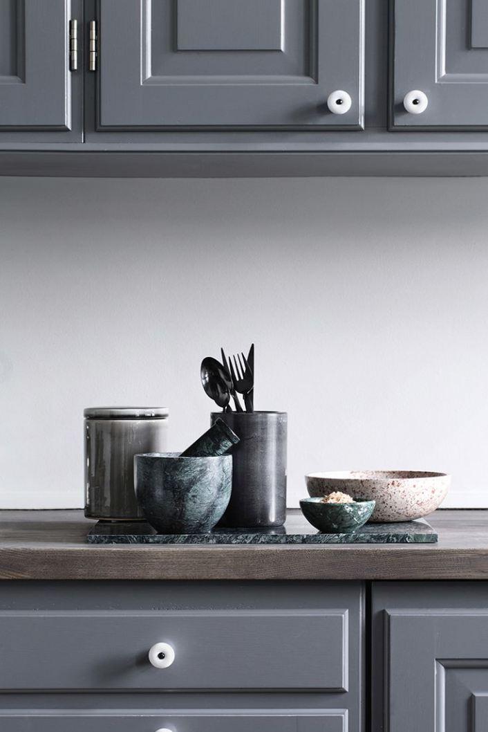 Meuble de cuisine gris foncé