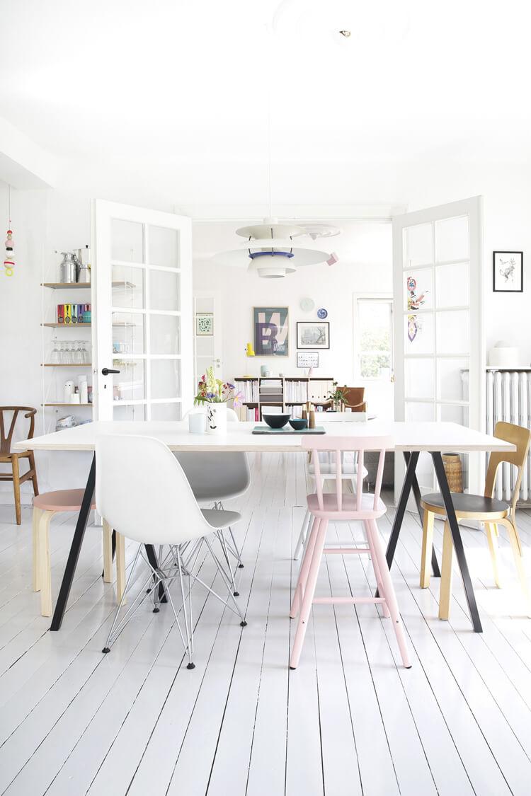 Mélanger les chaises dans une salle à manger