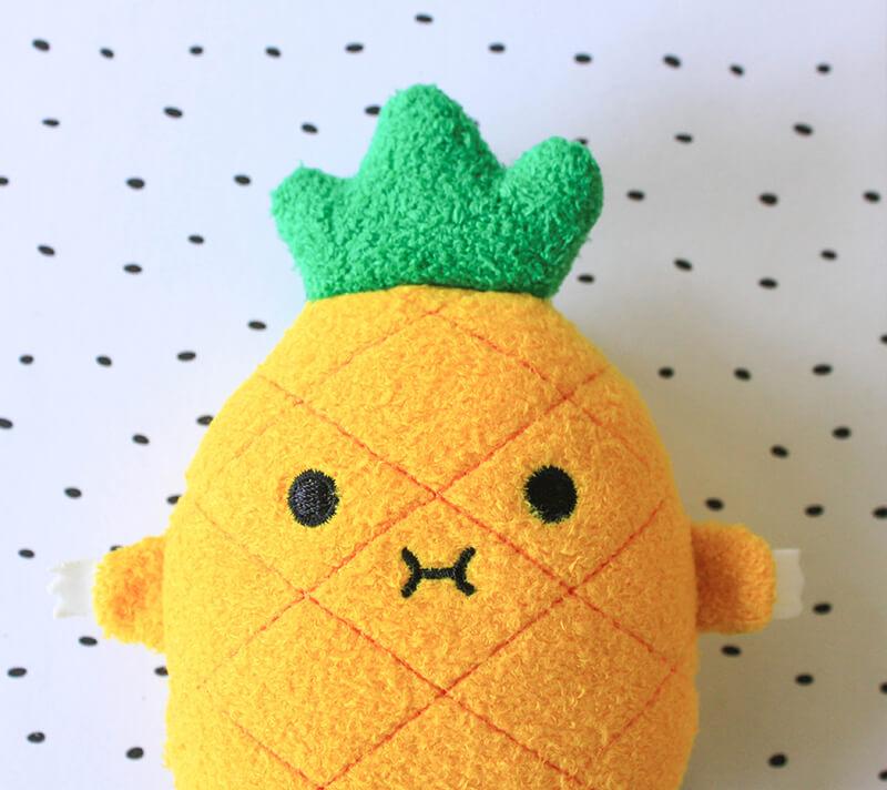 Peluche ananas pour enfant