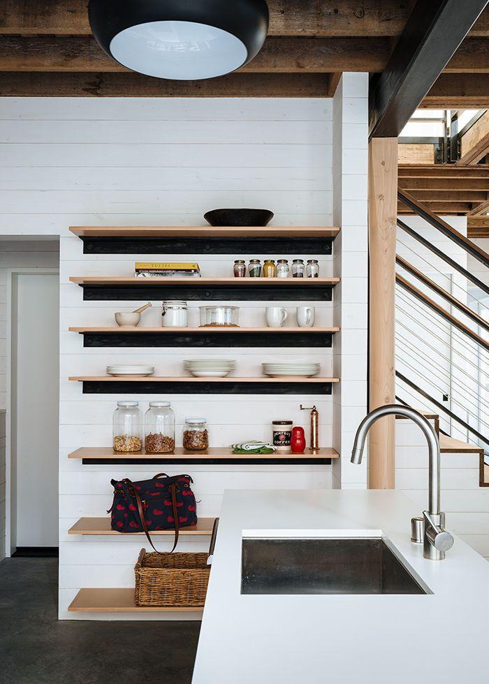 Aménager des étagères ouvertes dans la cuisine