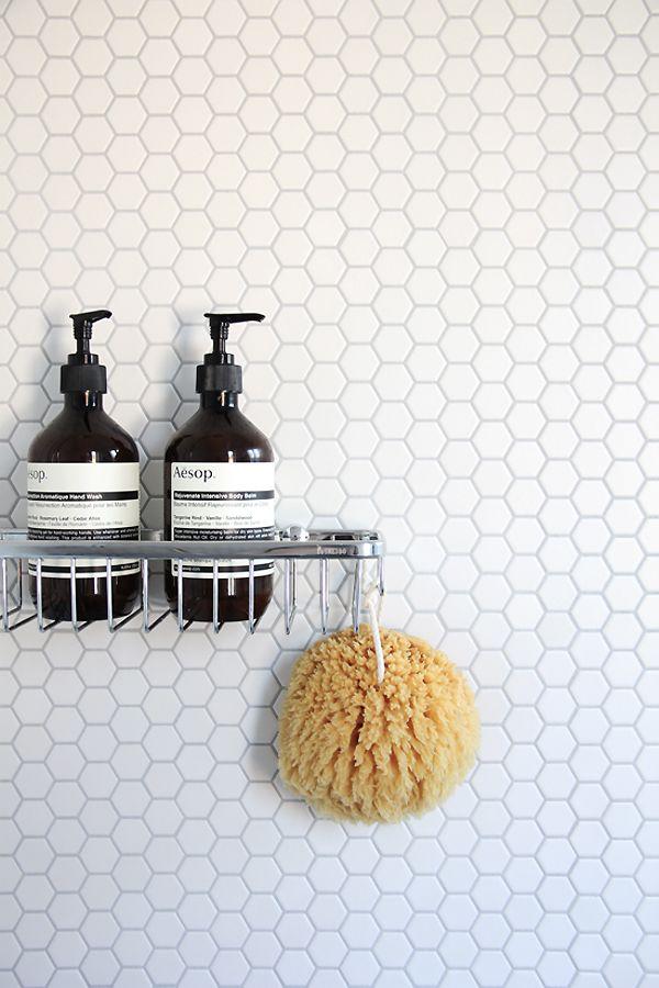 Carrelage en nid d'abeille dans une salle de bain