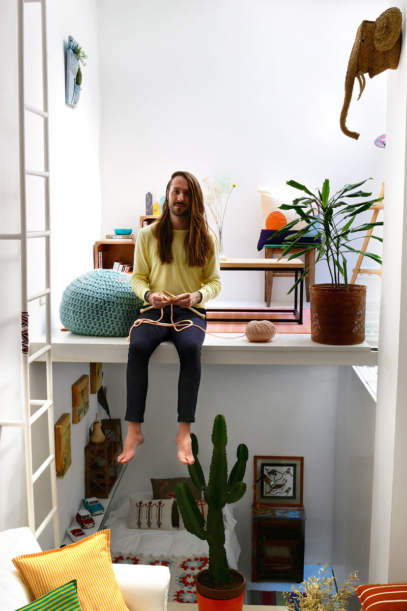 L'intérieur de Alberto Bravo Reyes, le Directeur Artistique et co-fondateur de We are knitters