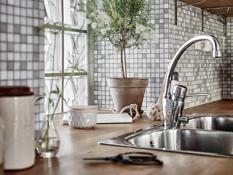 Crédence en mosaïque dans la cuisine