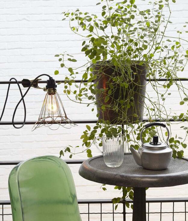 Lampe baladeuse à pince dans la décoration