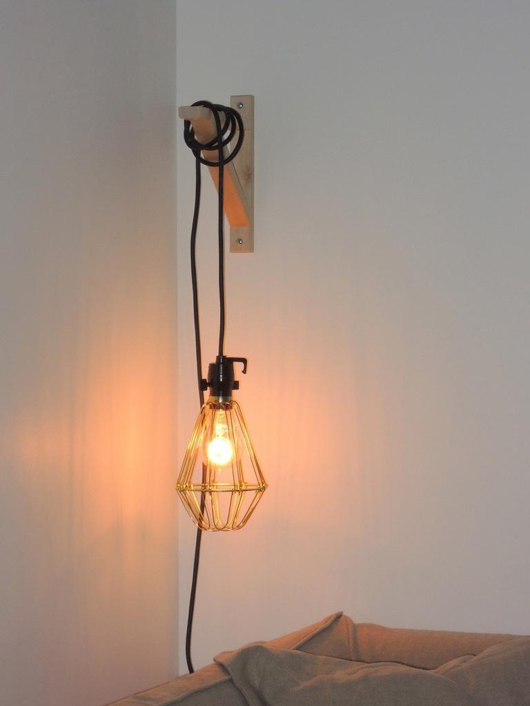 Suspendre une lampe baladeuse