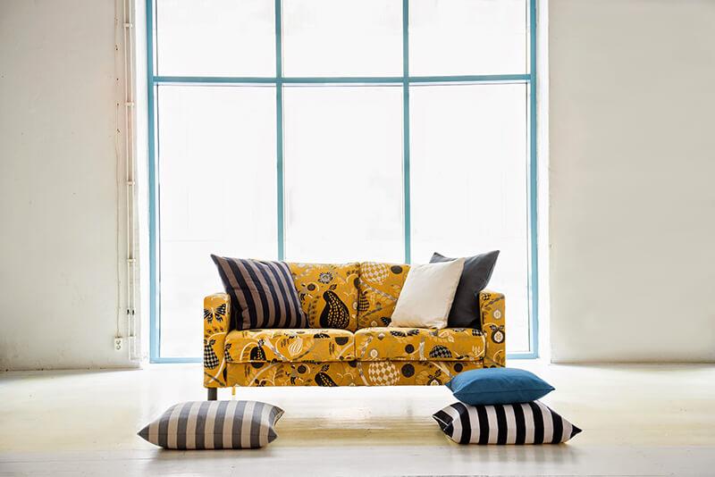 Idée décoration avec un canapé jaune