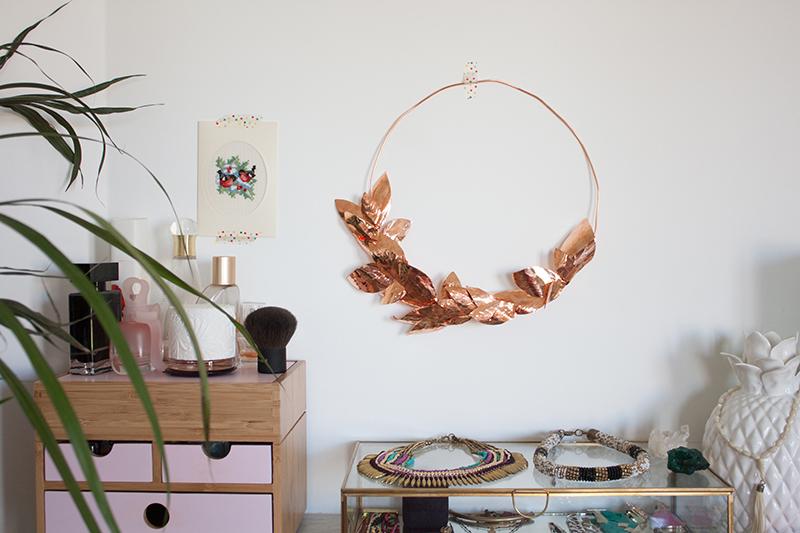 DIY : une couronne de feuilles en métal