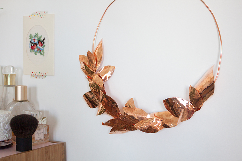 diy une couronne de feuilles en m tal frenchy fancy. Black Bedroom Furniture Sets. Home Design Ideas