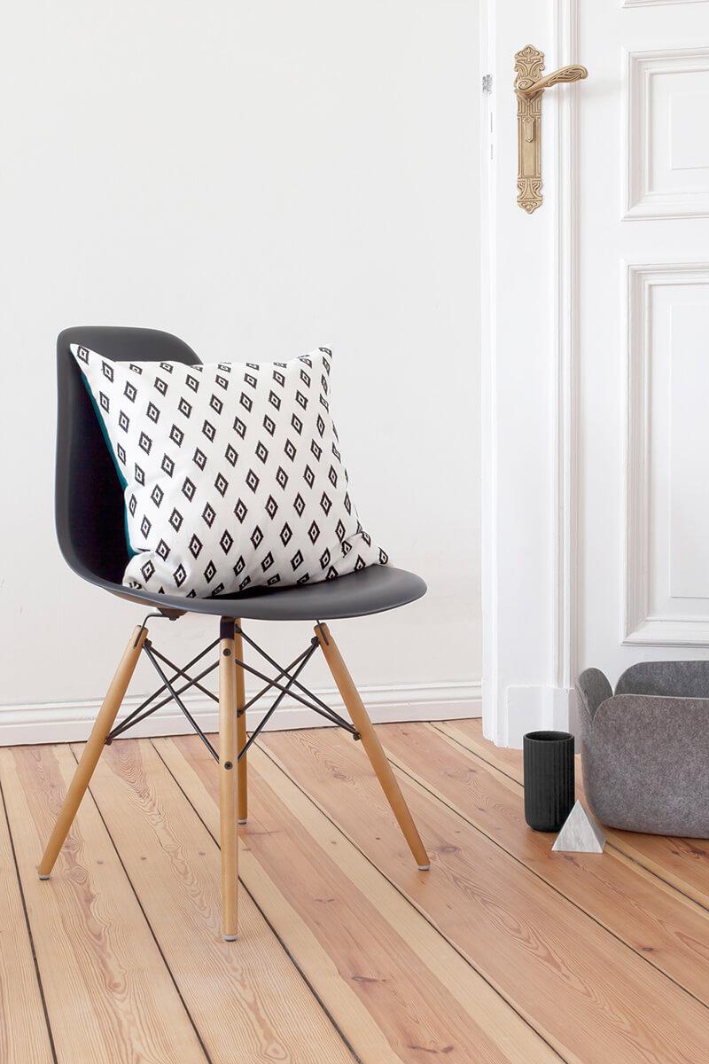 Chaise eames dans le salon