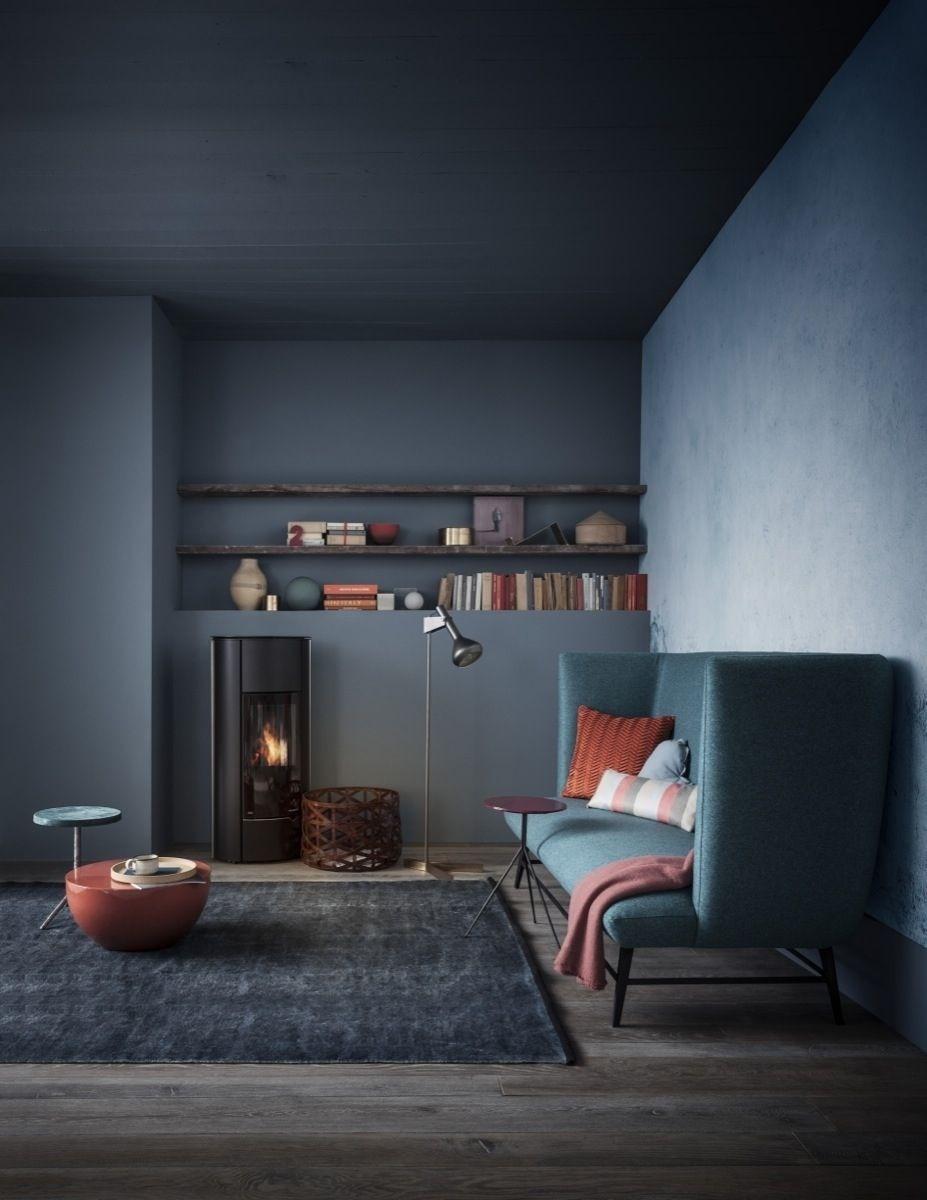 Salon avec des murs gris foncés