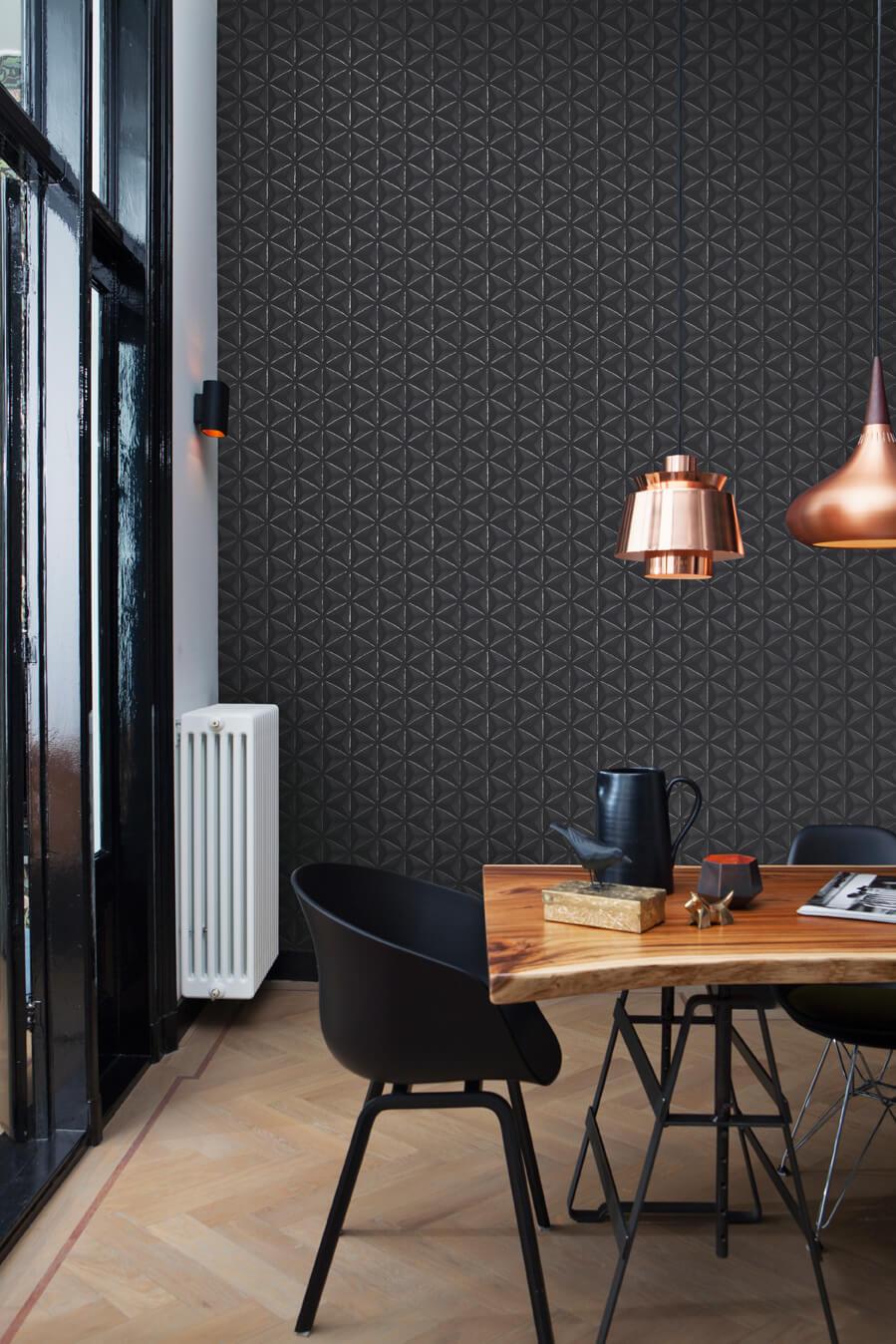 Mur noir dans une salle à manger