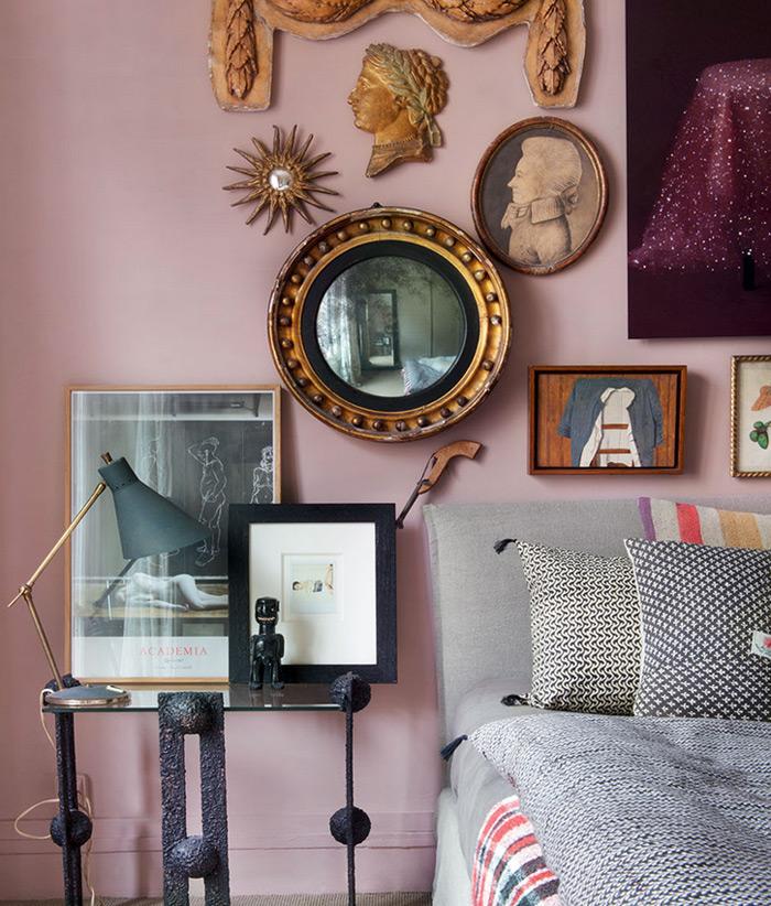 Murs rose dans une chambre
