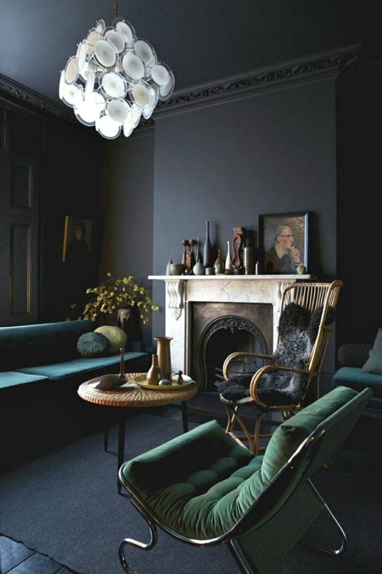 Salon avec mur noir