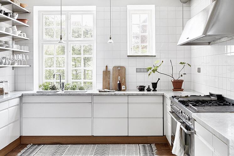 Une maison très black & white en Suède