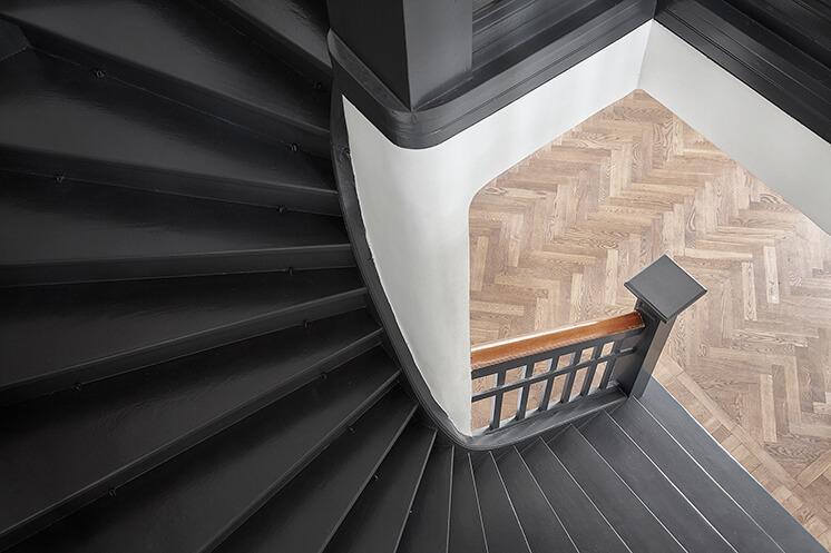 Peindre escalier en gris