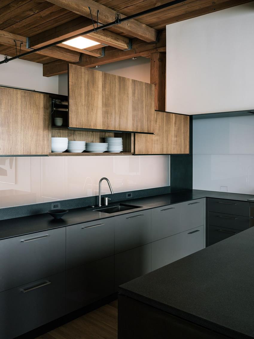 Meuble de cuisine noir moderne