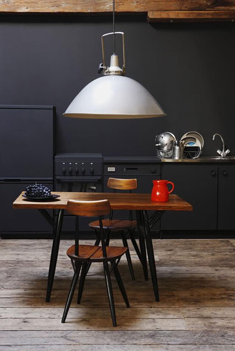 Mur noir dans une cuisine