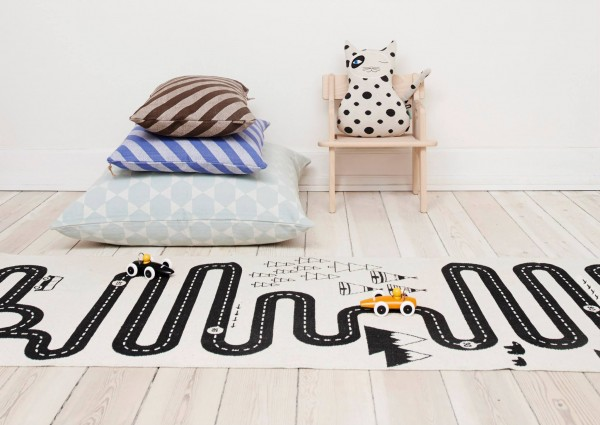 in love with le tapis aventure de chez oyoy frenchy fancy. Black Bedroom Furniture Sets. Home Design Ideas
