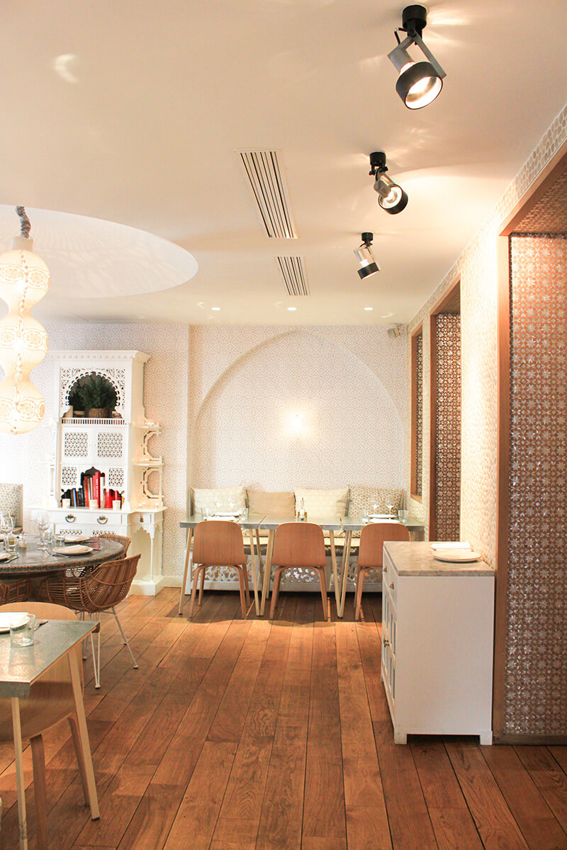 deco orientale chic trendy deco salon oriental chic tours lie with deco orientale chic. Black Bedroom Furniture Sets. Home Design Ideas
