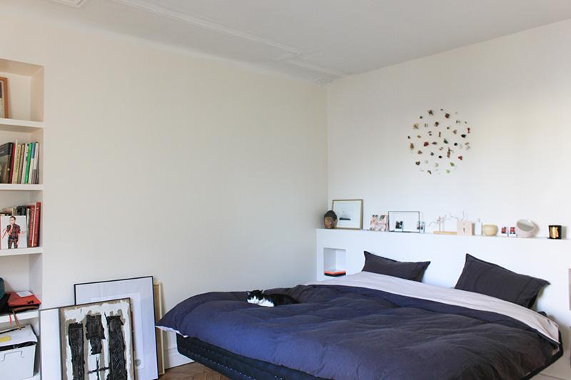 Chez juliette co fondatrice de paris telex et tomas for Miroir au dessus du lit