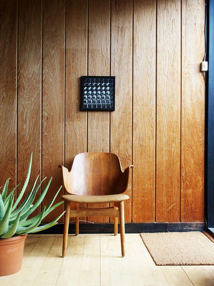 Chaise en bois nordique vintage