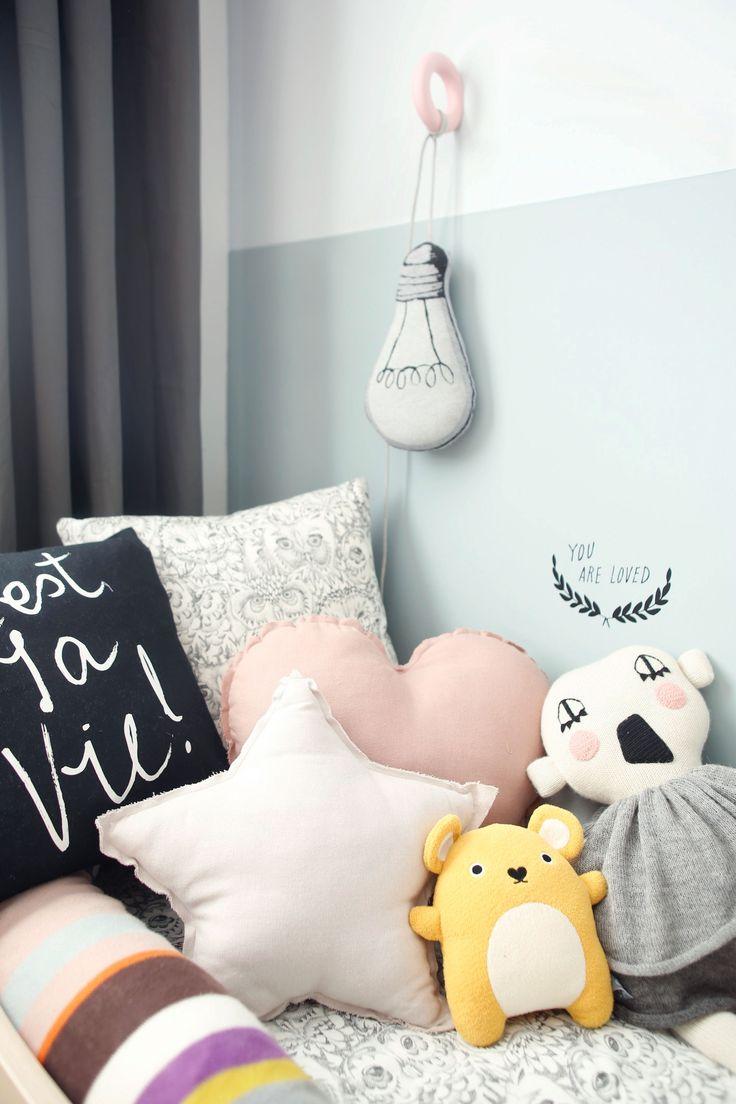 inspiration déco accumulation coussin chambre d'enfant