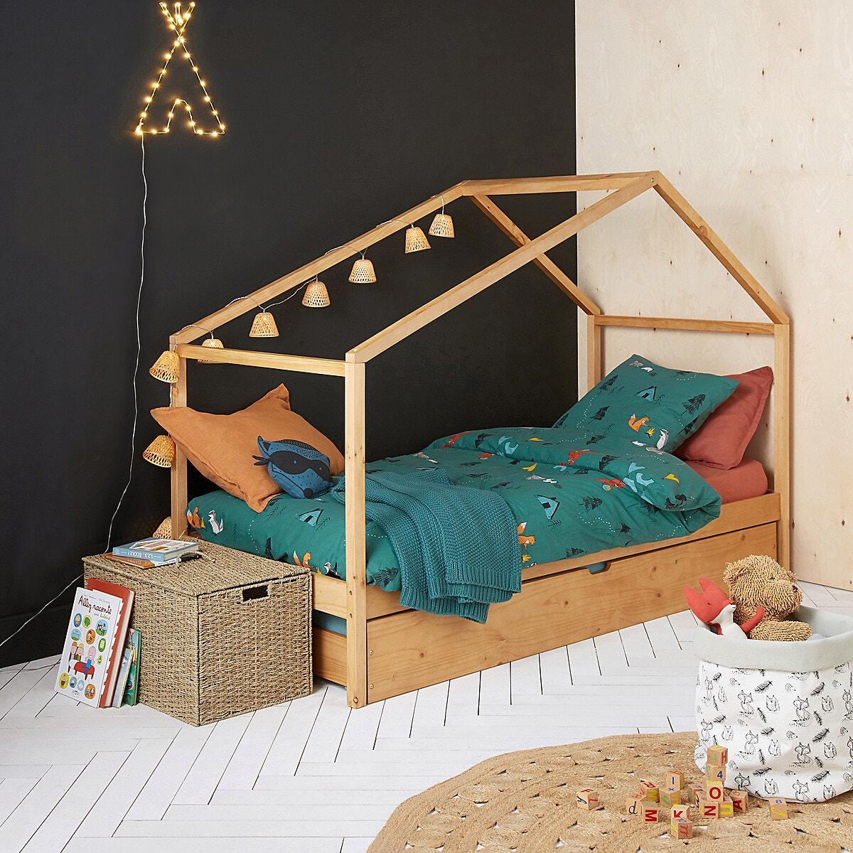 Chambre enfant avec mur ardoise et parquet blanc