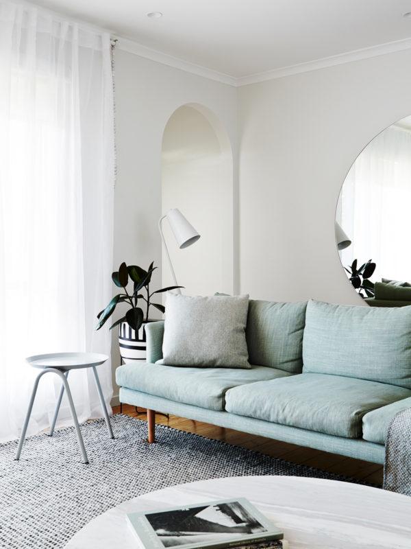 Canapé bleu clair