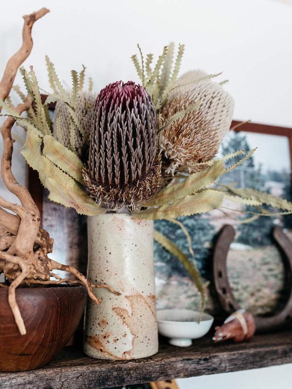 Appartement avec moulures, style vintage et tapis ethnique
