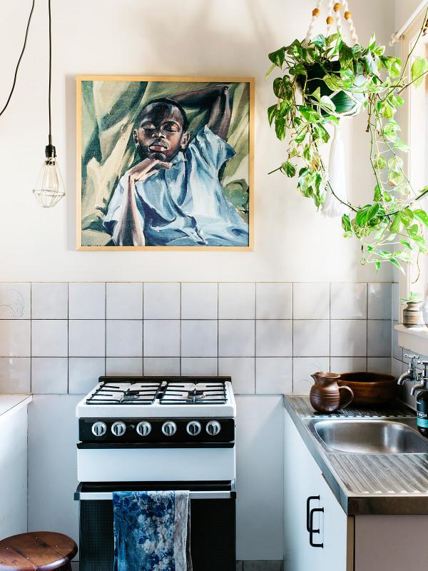plante suspendue dans la cuisine
