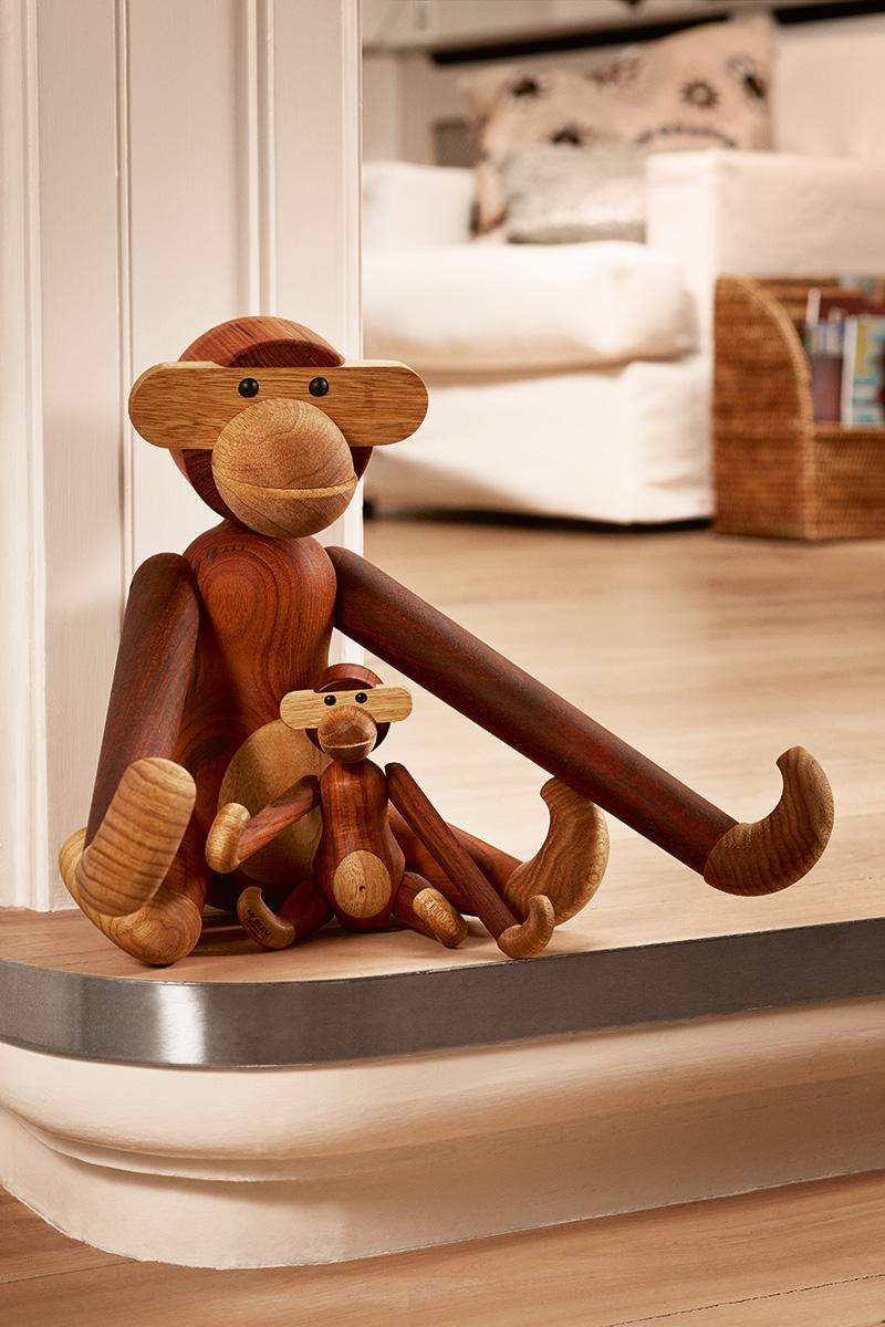 Statue singe en bois scandinave
