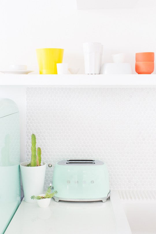 elegant une cuisine aux couleurs pastel with cuisine couleur pastel. Black Bedroom Furniture Sets. Home Design Ideas