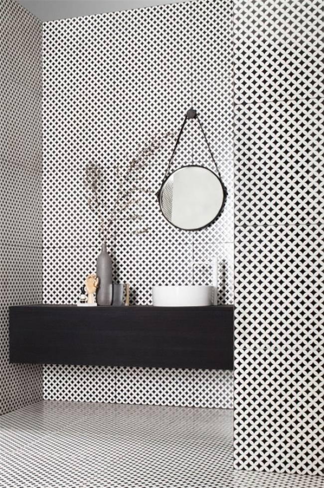 Salle de bain avec miroir rond