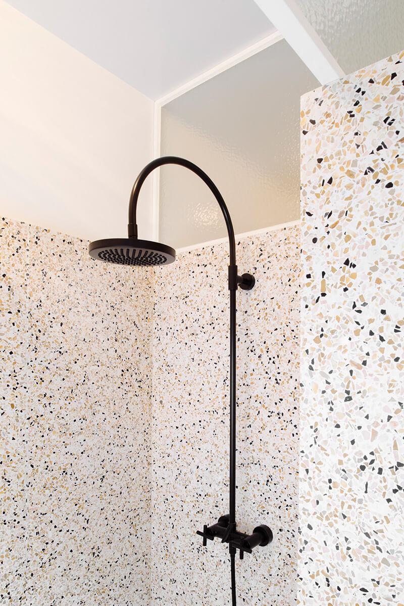 Le terrazzo son style graphique et ses jolies couleurs for Materiaux salle de bain