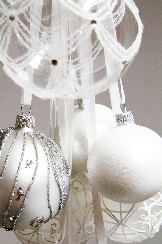 Un sapin de no l blanc et argent frenchy fancy for Decoration de noel blanche