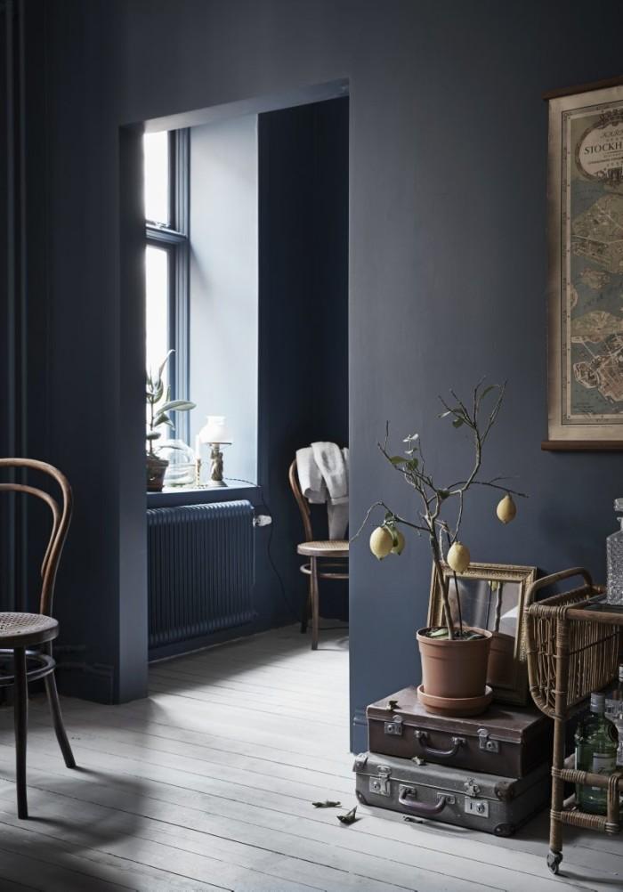 Aménager un studio avec des murs peints en bleu