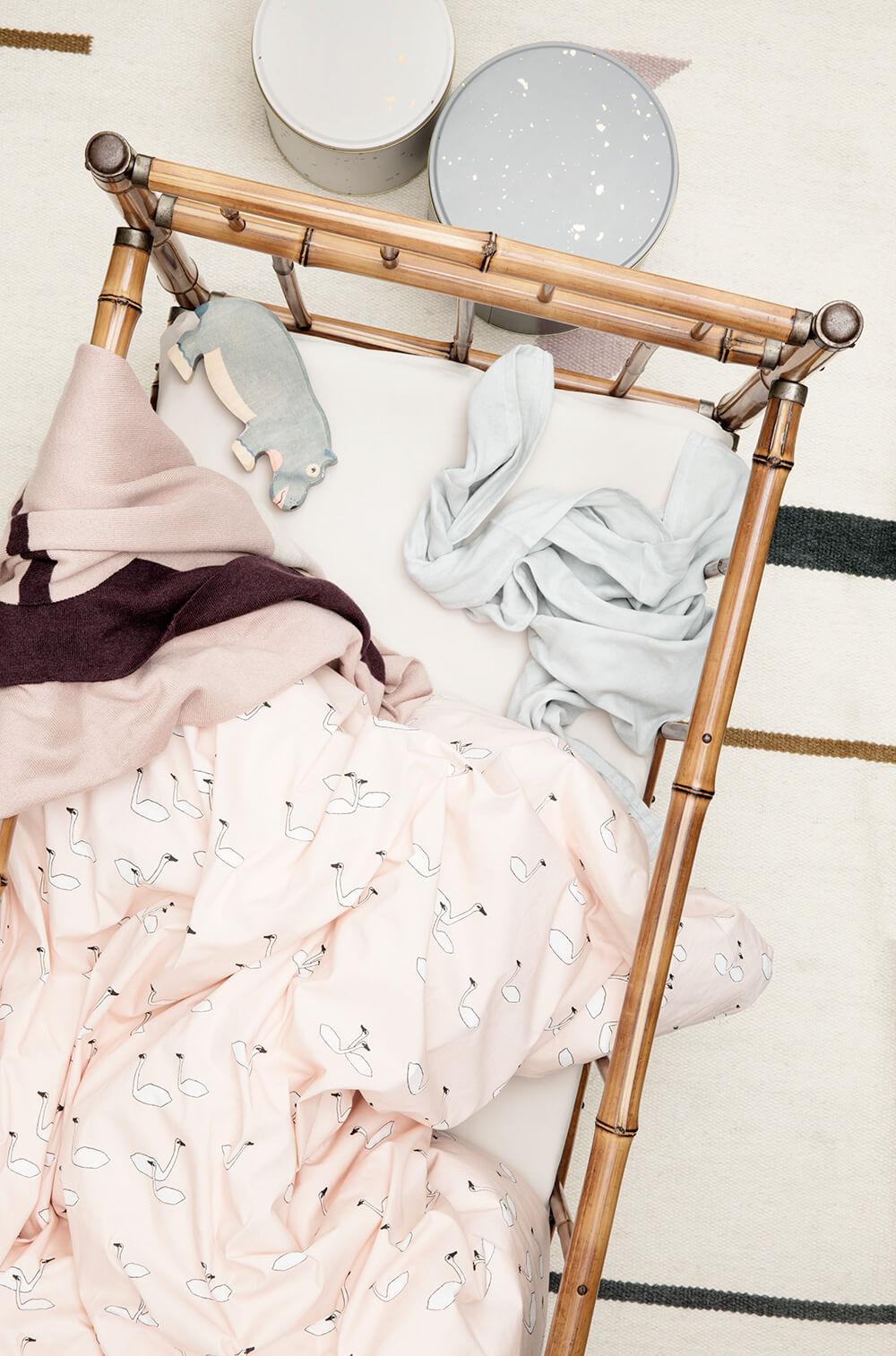 lit en rotin enfant bébé vintage