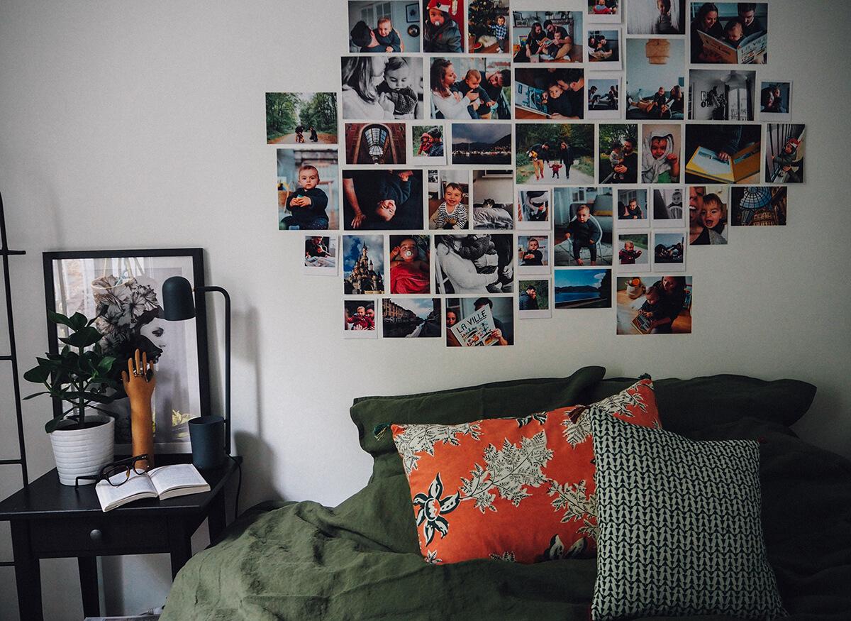 idee deco mur de photos impression photobox chambre. Black Bedroom Furniture Sets. Home Design Ideas