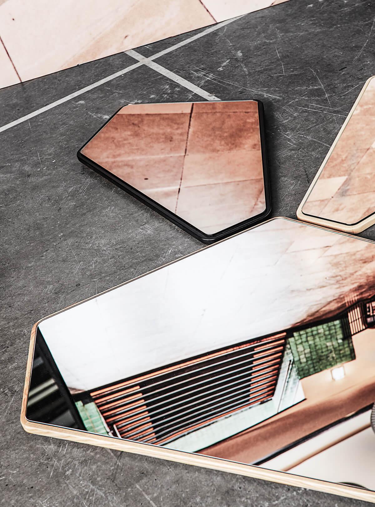 Le miroir asymétrique Ego Mirror par Design By Us