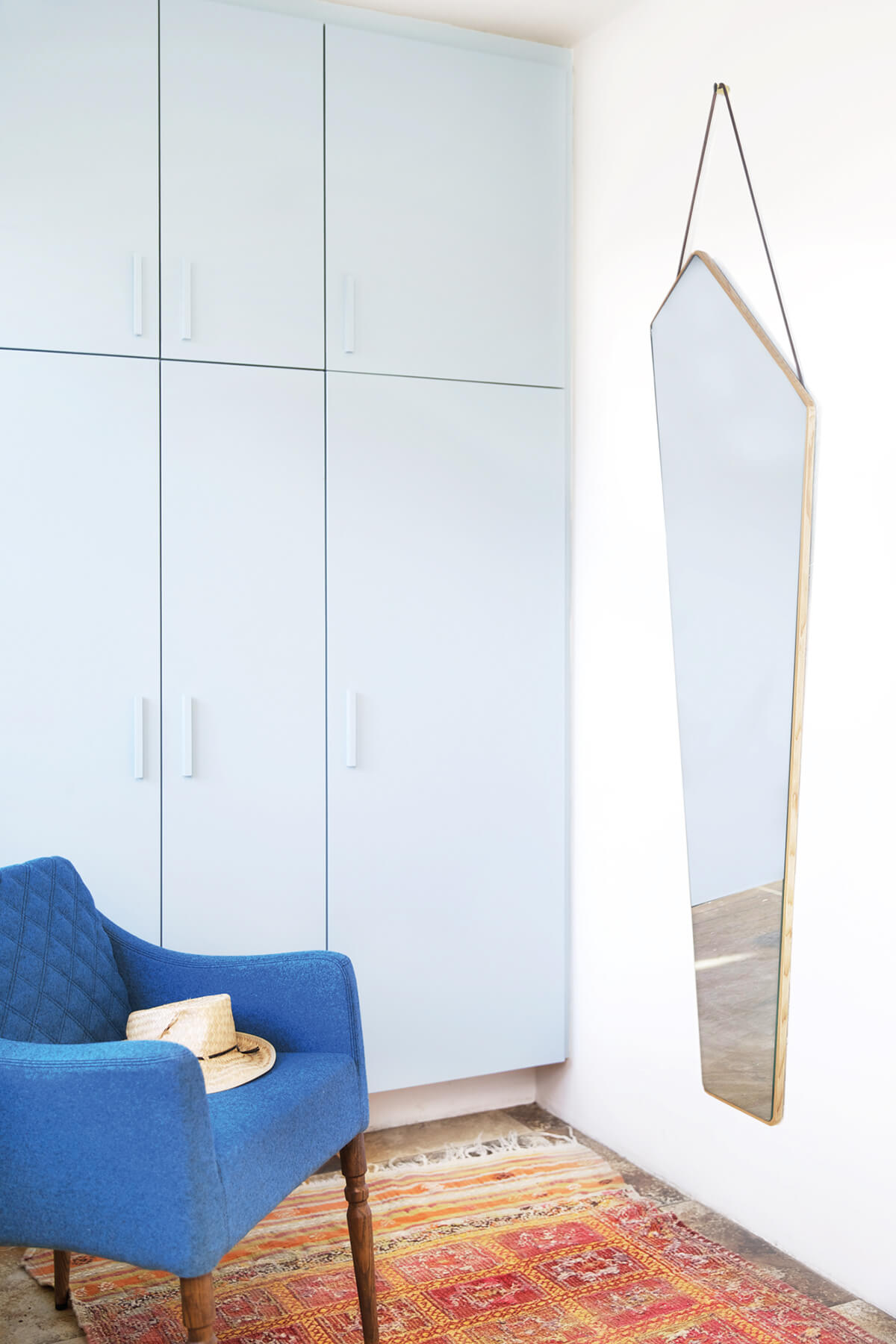 Le miroir asymétrique Ego Mirror par Design By Us