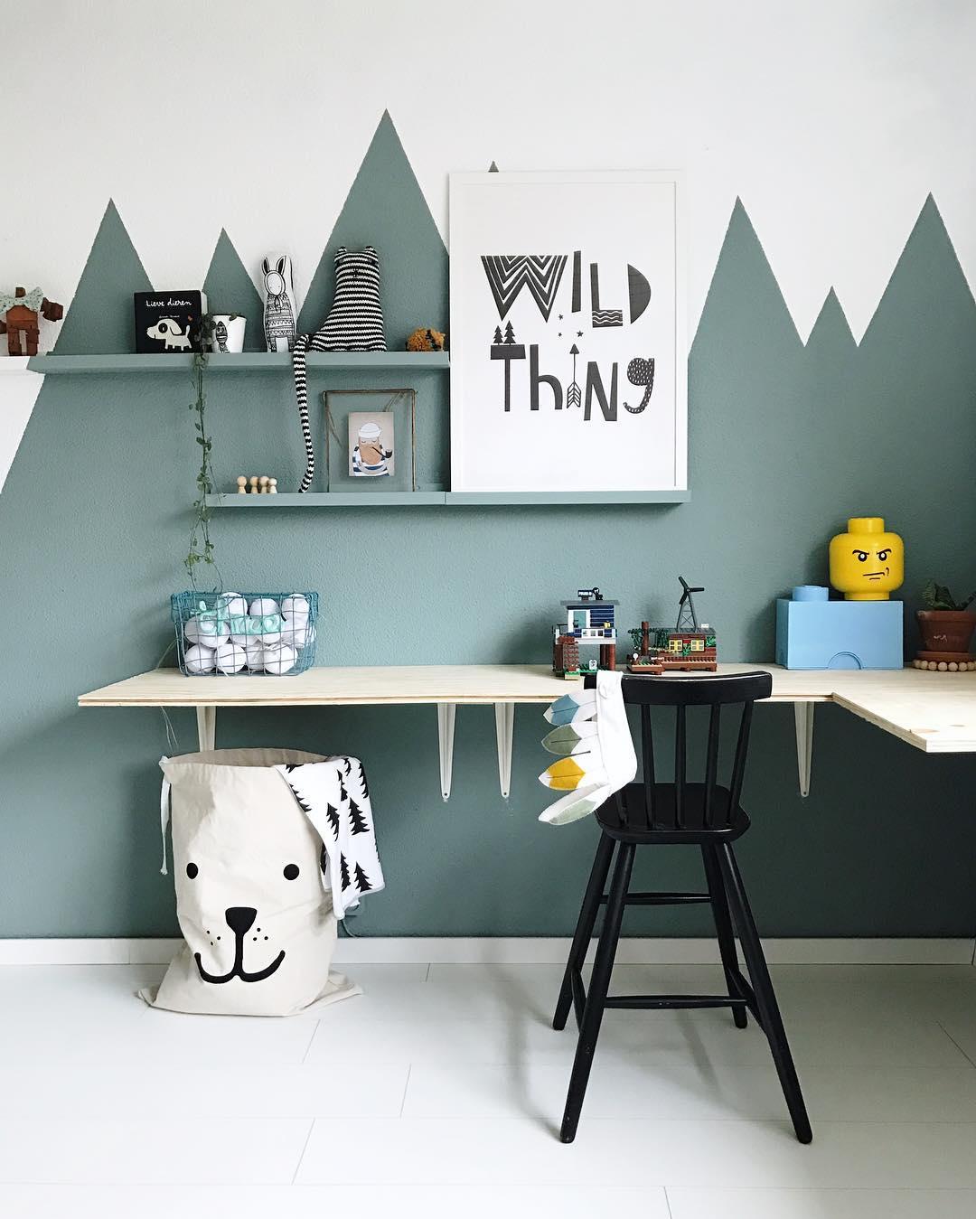 Peindre des montagnes en couleurs murs chambre enfant