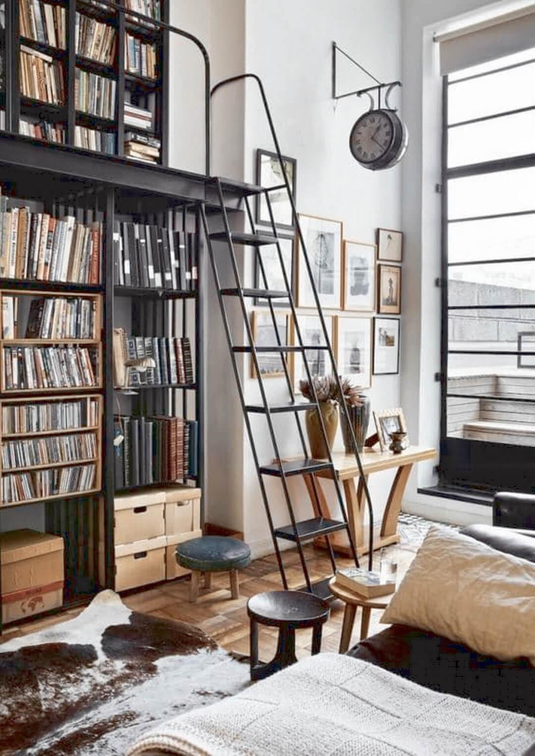 Bibliothèque sur mesure avec échelle style loft
