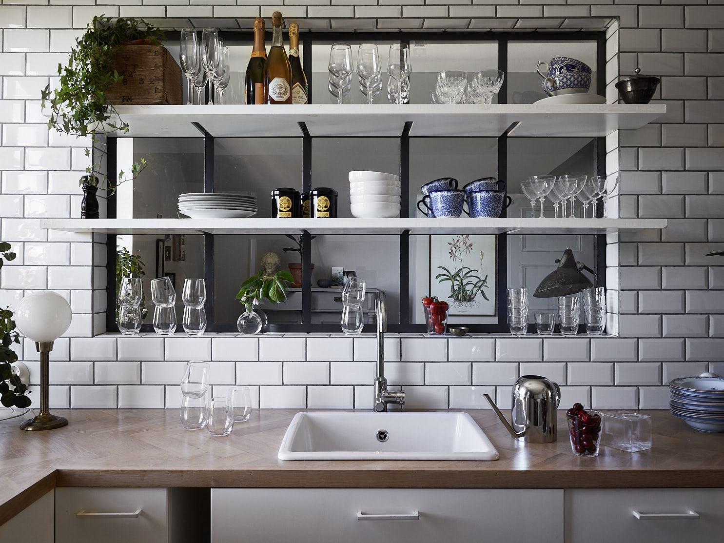 Une niche vitr e dans la cuisine frenchy fancy for Cuisine ouverte vitree atelier