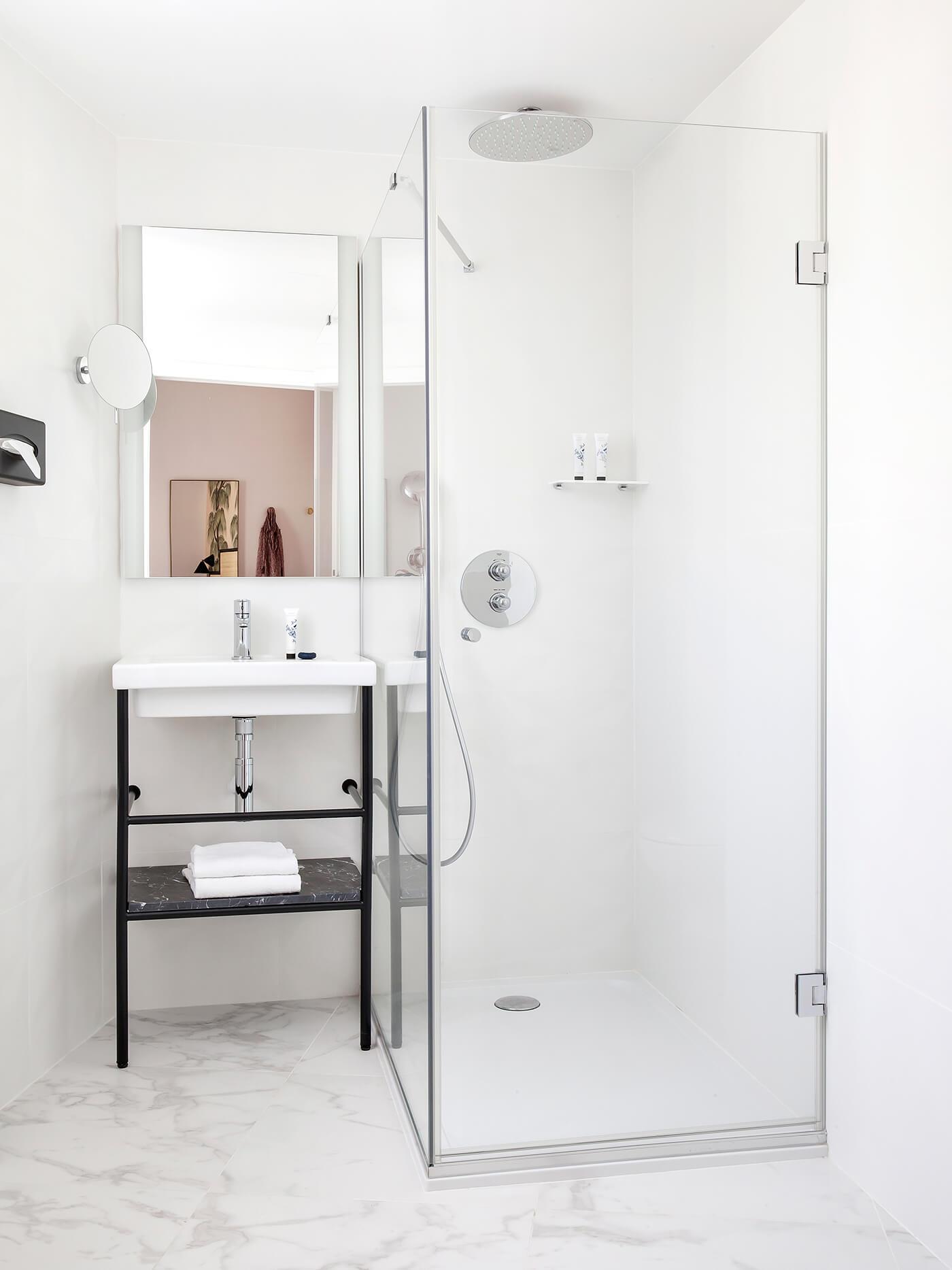 Sol en marbre dans la salle de bain