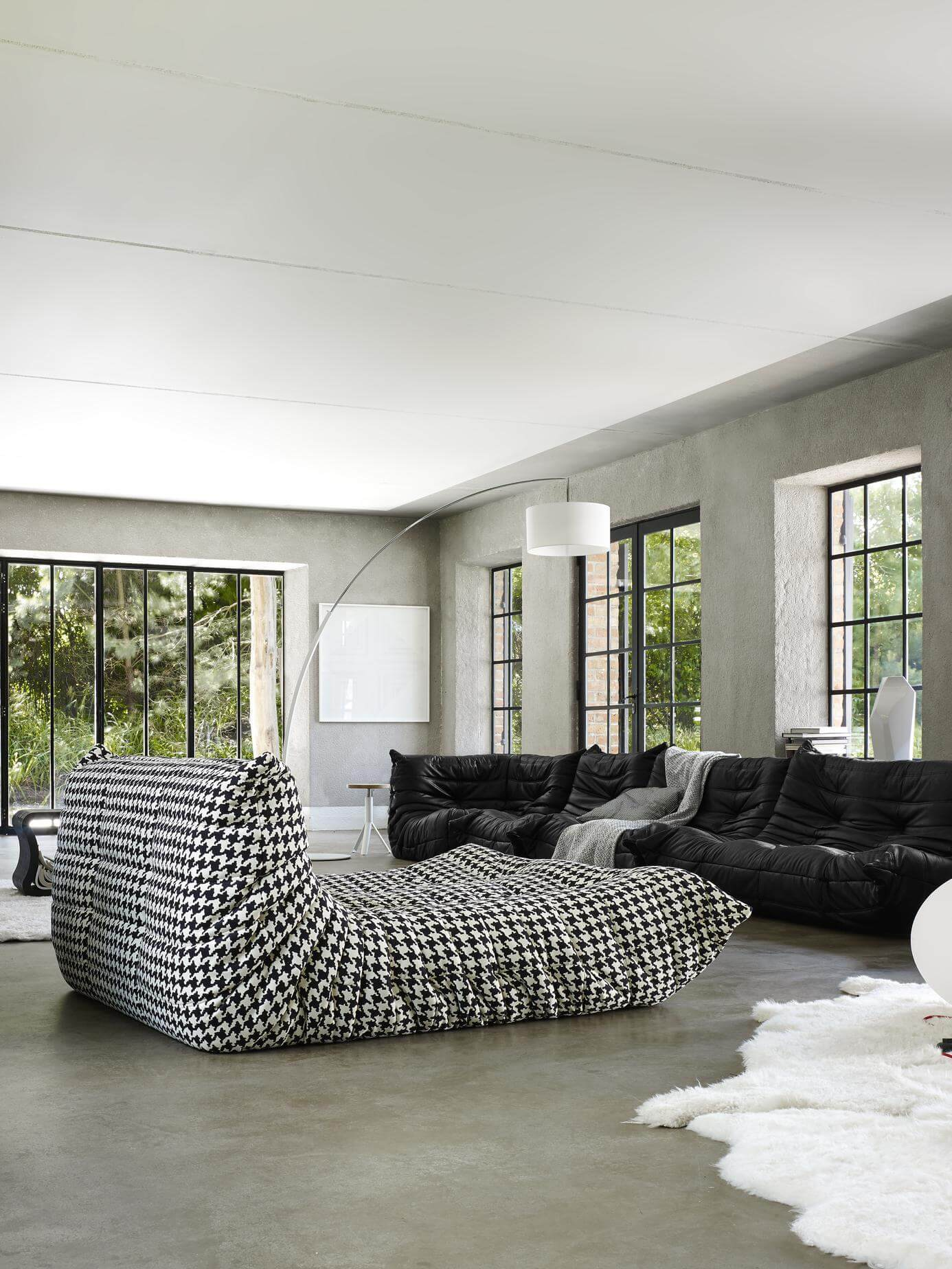 l 39 inimitable canap togo de chez ligne roset frenchy fancy. Black Bedroom Furniture Sets. Home Design Ideas