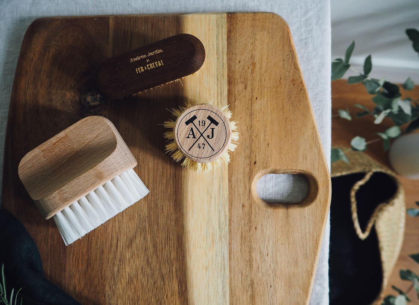 Brosses en bois dans la cuisine